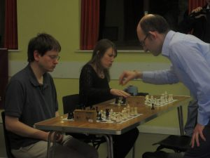 Matthew takes on Christopher Kreuzer and Nette Robinson at 5-min simultaneous blitz! Photo by kind permission of Richard James.