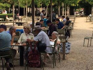 Chess in the sun at the Jardin du Luxembourg